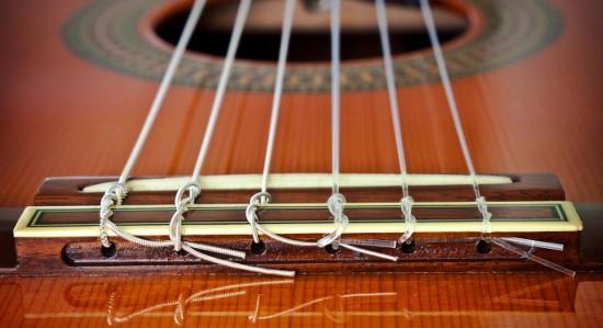 Jak wybrać struny do gitary klasycznej?