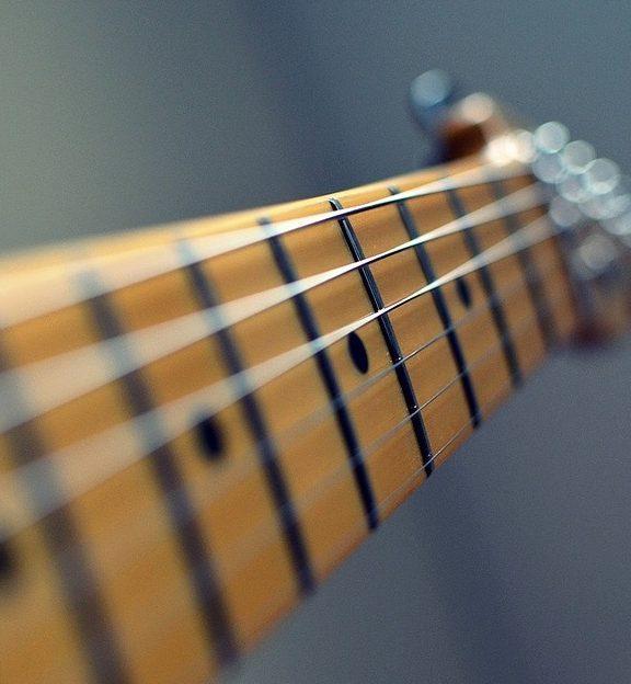 Jak wybrać struny do gitary elektrycznej?