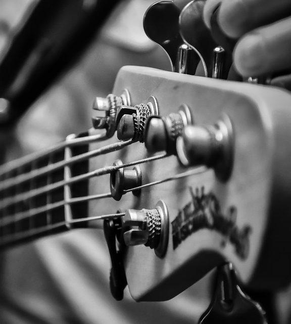 Jak wybrać struny do gitary basowej?