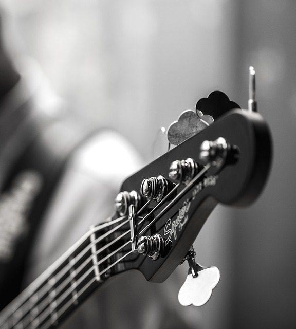 Jak wybrać gitarę basową?