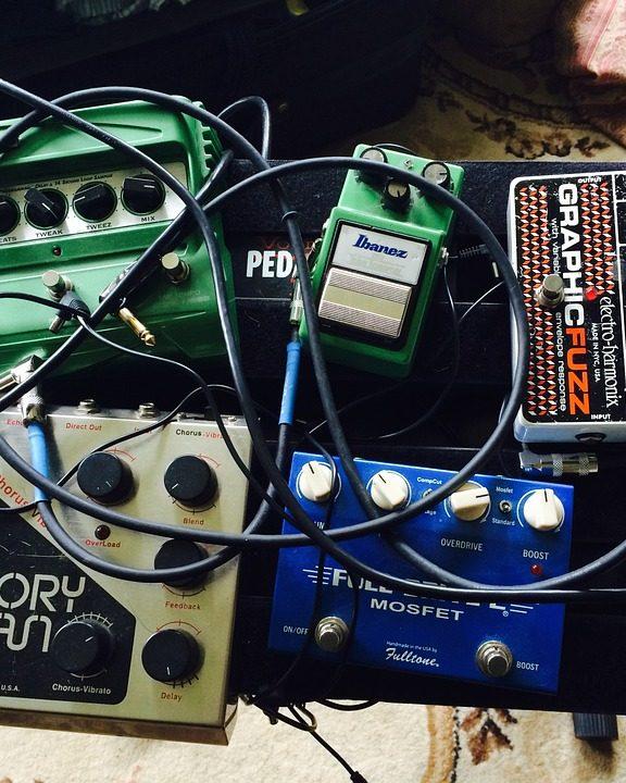 Jak wybrać procesory i efekty do gitar elektrycznych?