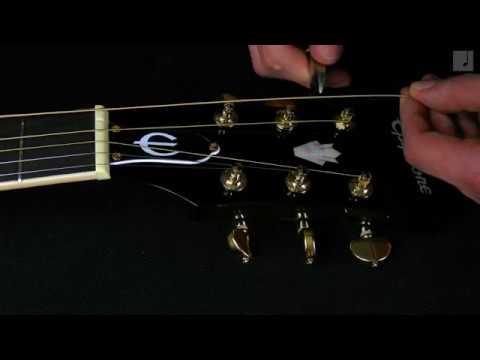 Jak prawidłowo wymieńić struny w gitarze akustycznej?