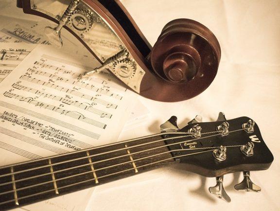 Gitara basowa a kontrabas