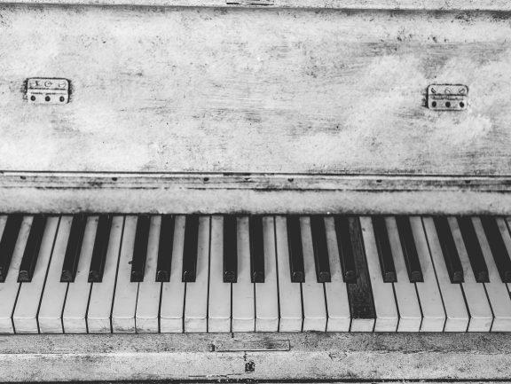 Wymiary i charakterystyka fortepianu
