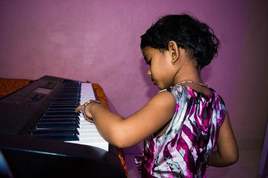 Co pierwsze: pianino, keyboard czy syntezator?
