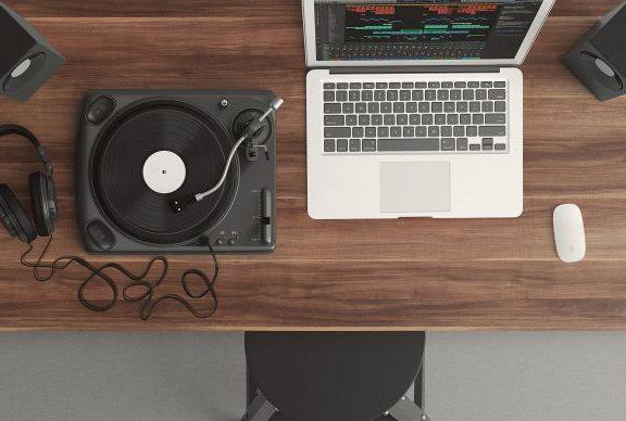 Sprzęt studyjny, homerecording – czy producent muzyki klubowej musi posiadać wykształcenie muzyczne?