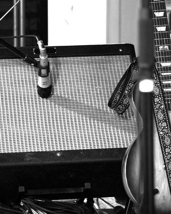 Jak nagrywać gitarę elektryczną za pomocą mikrofonu?
