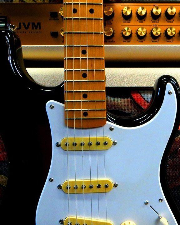 Czym się różni Les Paul od Stratocastera?