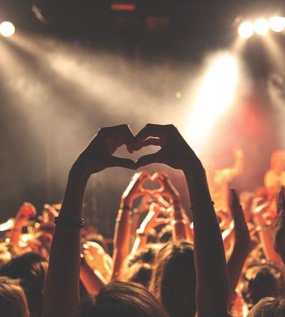 Jak zadbać o słuch podczas festiwalowych wakacji?