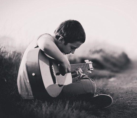 Gitara klasyczna dla dziecka – jak ją wybrać?