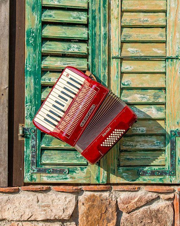 Akordeon guzikowy czy klawiszowy