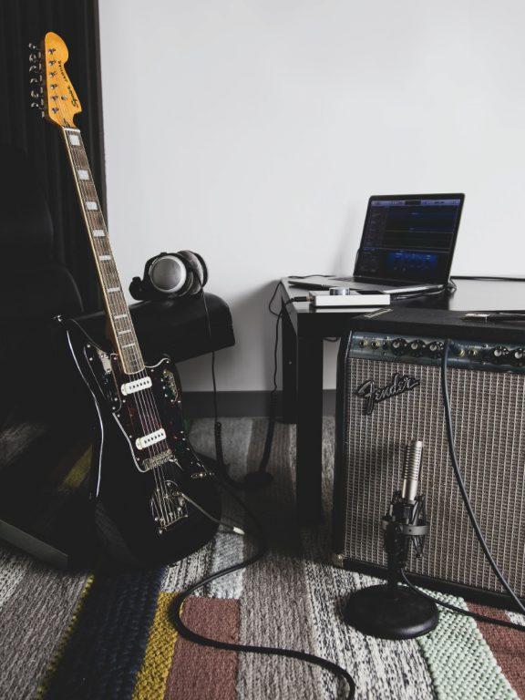 Jak cicho nagrać gitarę? – reamping