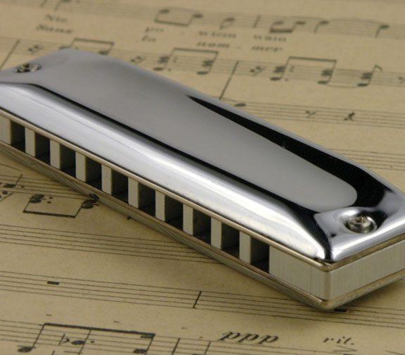 Wygodny, mały, niedrogi i fajnie brzmiący instrument