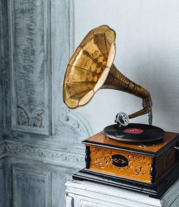 Od Edisona i Berlinera do współczesności. Fonograf ojcem gramofonu.