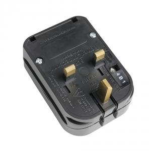 Adam Hall Connectors KSCP 3 - Adapter zestyk ochronny/UK czarny 13 A